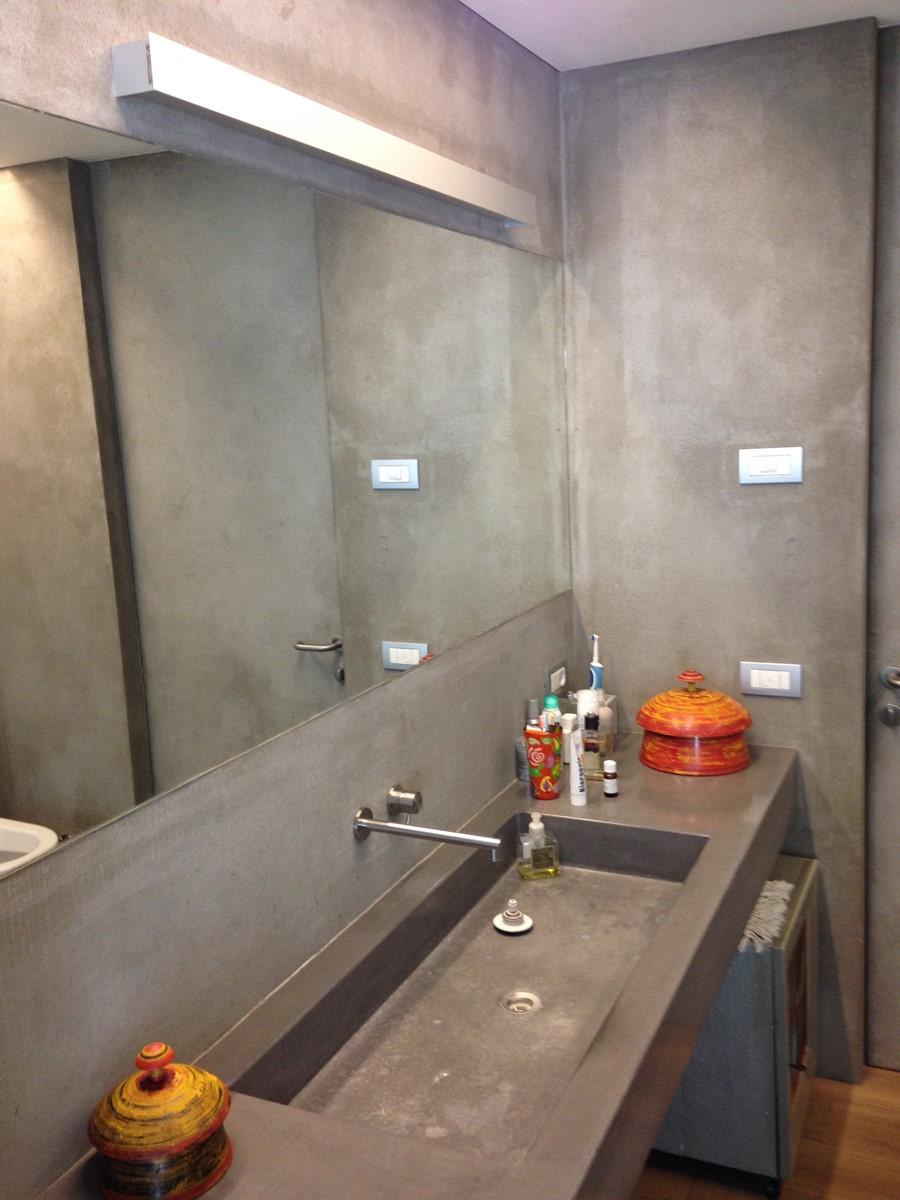Bagni con rivestimenti in resina pavimenti in resina ecoresinlab a varese como e monza brianza - Rivestimenti bagno resina ...